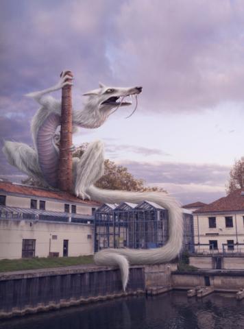 Dragon Loup Blanc gémissant au crepuscule en s'aggripant à la cheminée de l'EESI.